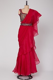 Red Embroidered Saree Set With Belt by Ridhi Mehra