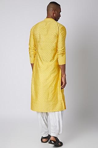 Yellow Chanderi Kurta With Buttons by Rishi & Vibhuti Men