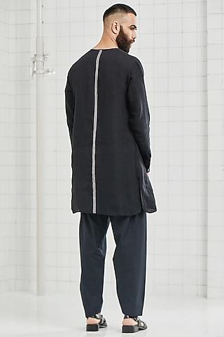 Black Tunic With Welt Pockets by Rajesh Pratap Singh Men