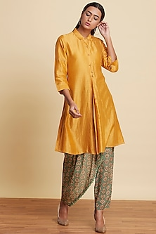 Gold Chanderi Collared Kurta by Ritu Kumar