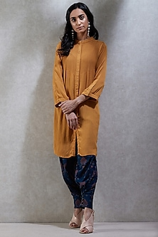 Mustard Embroidered Collared Kurta by Ritu Kumar