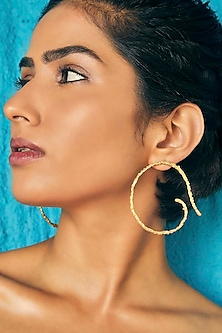 Gold Finish Catene Mismatched Earrings by Flowerchild By Shaheen Abbas