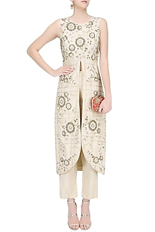Cream Floral Embroidered Front Slit Kurta and Pants Set by Samatvam By Anjali Bhaskar