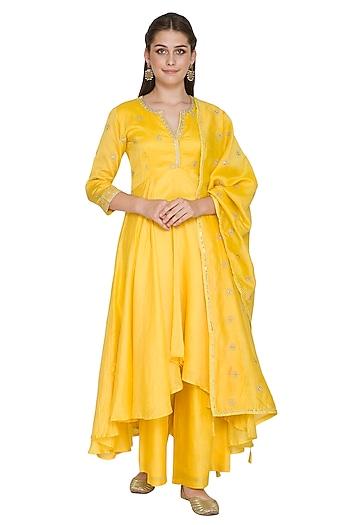 Yellow Embroidered Kurta Set by Surendri by Yogesh Chaudhary