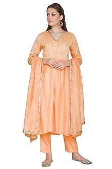 Peach Embroidered Chanderi Kurta Set by Surendri by Yogesh Chaudhary