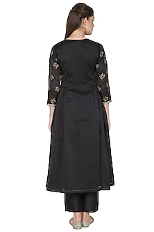 Black Embroidered Kurta Set by Surendri by Yogesh Chaudhary