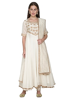 Ivory Embroidered Chanderi Kurta Set by Surendri by Yogesh Chaudhary