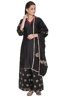 Black Embroidered Chanderi Kurta Set by Surendri by Yogesh Chaudhary