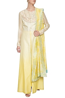 Lemon embroidered ombre kurta set by Shilpi Gupta Surkhab