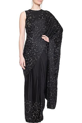 Black embroidered saree set by Shilpi Gupta Surkhab
