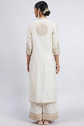 Daisy Ivory Embroidered Kurta Set With Side Pockets by Sheetal Batra