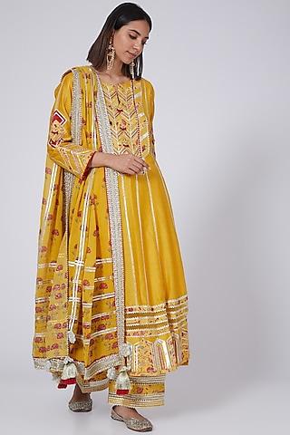 Yellow Chanderi Kurta Set With Digital Patch Work by Simar Dugal