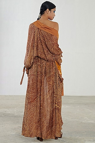 Brown Printed Cape Set by Saaksha & Kinni