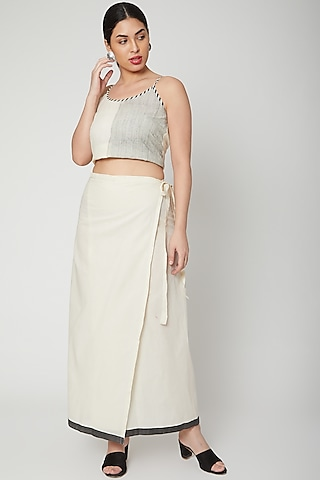 White & Black Wrap Skirt With Tie-Up by Silk Waves