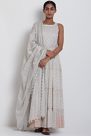 White Embroidered Ombre Kurta Set by Seema Nanda