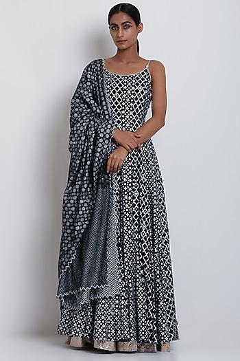 Black Embroidered & Printed Kurta With Dupatta by Seema Nanda