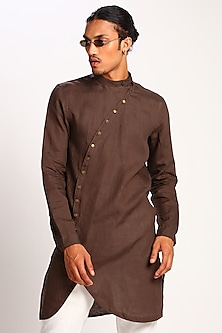 Brown Kurta With Curved Placket by Son Of A Noble SNOB