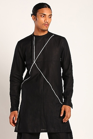 Black Kurta With Contrast Piping by Son Of A Noble SNOB
