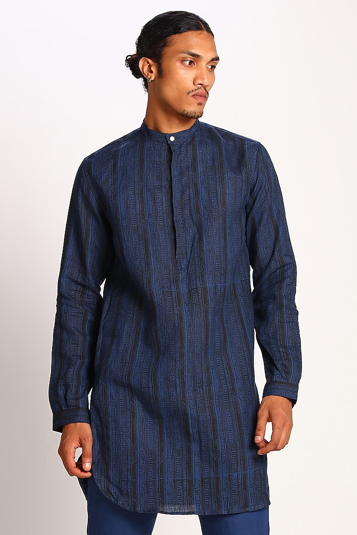 Midnight Blue Printed Linen Kurta by Son Of A Noble SNOB