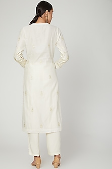 Off White Embroidered Kurta Set by Shyam Narayan Prasad