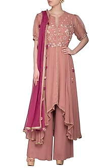 Onion Pink Embroidered Kurta Set by Sanna Mehan