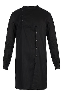 Black linen kurta by Son Of A Noble SNOB