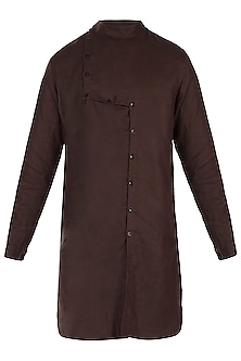 Dark brown linen kurta by Son Of A Noble SNOB