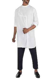 White shift placket kurta by Son Of A Noble SNOB