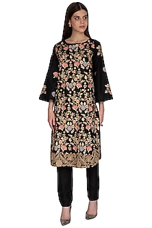 Black Embroidered Kurta With Pants by Sonali Gupta