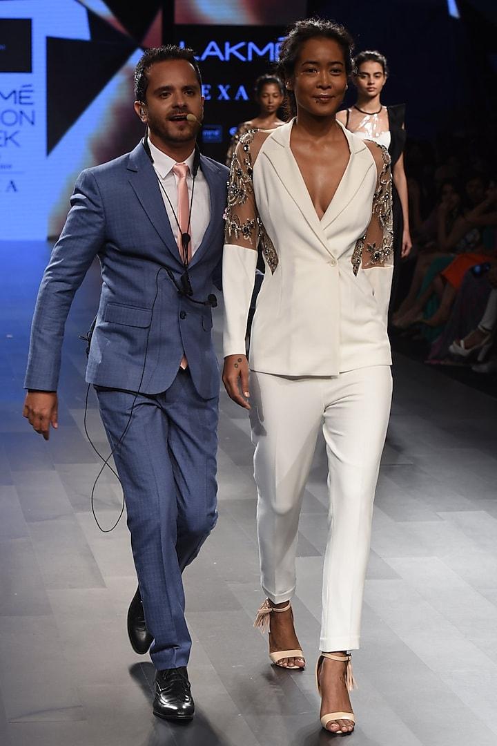 White Embroidered Blazer and Pants Set by Sonaakshi Raaj