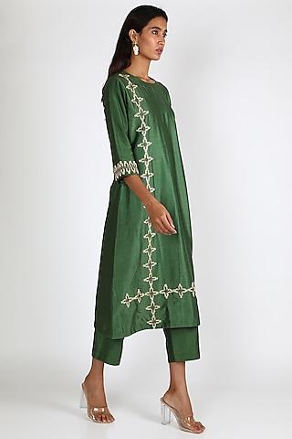 Emerald Green Embroidered Straight Kurta Set by Shristi Chetani
