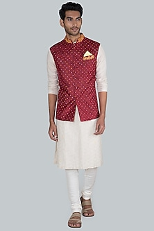 Maroon Embroidered Bandhani Bundi Jacket by SEIRRA THAKUR