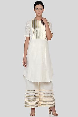 Off White Embroidered Asymmetrical Kurta by Gulabo By Abu Sandeep