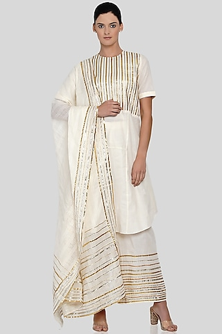 Off White Embroidered Dupatta by Gulabo By Abu Sandeep
