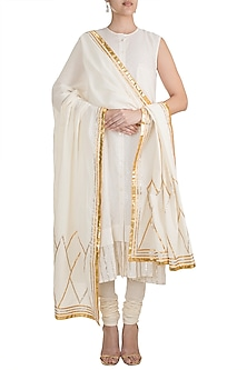 Off White Embroidered Dupatta With Chevron Pattern by Gulabo by Abu Sandeep