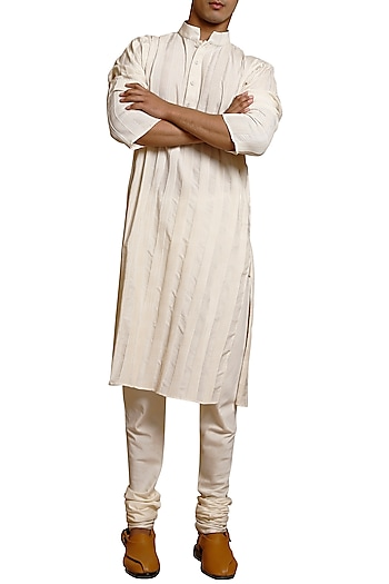 Ivory Pintuck Kurta Set by Siddartha Tytler Men