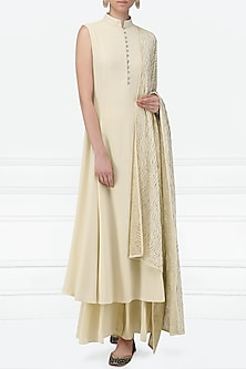 Off White Embellished Kurta Set by Siddartha Tytler