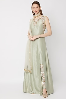 Mint Green Embroidered Kurta Set With Net Dupatta by Sumayah