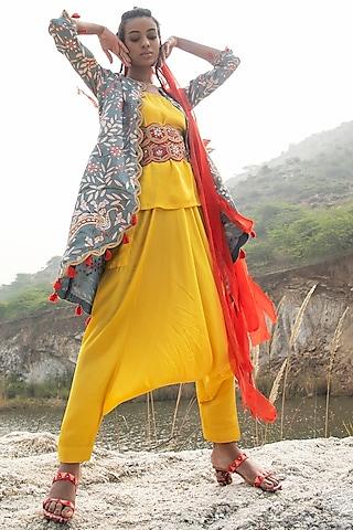 Yellow Embroidered Kurta Set by Swati Vijaivargie