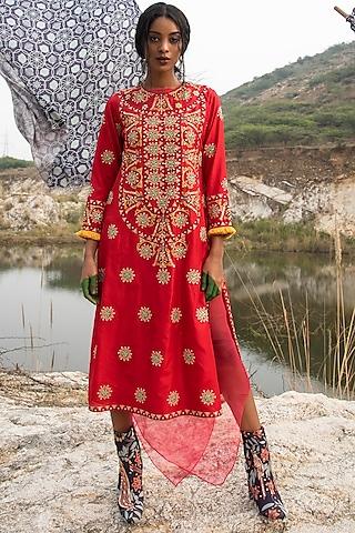 Red Embroidered Kurta Set by Swati Vijaivargie