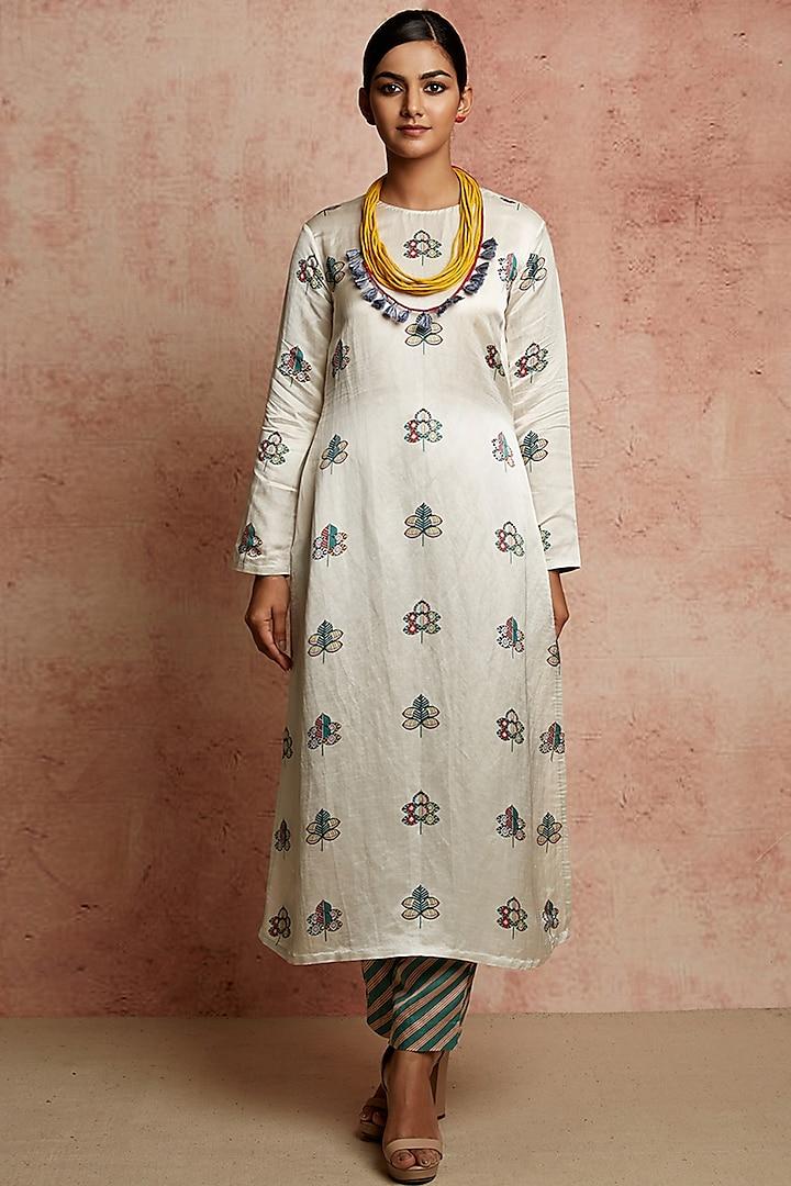Ivory Kurta With Butti Print by Swati Vijaivargie