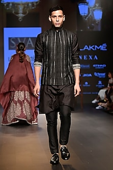 Black Embellished Kurta Set by SVA BY SONAM & PARAS MODI Men