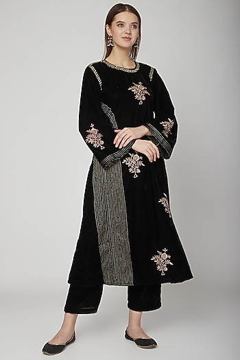 Black Embroidered Kurta With Pants by Swati Jain