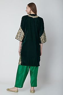 Emerald Green Embroidered Kurta Set by Swati Jain