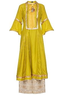 Mustard embroidered kurta set by SWATI JAIN