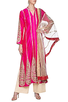 Hot pink embroidered kurta set by SWATI JAIN