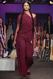 Purple Jamdani Pleated Pants by Tahweave