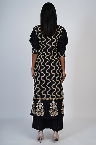 Black Floral Embroidered A-Line Kurta Set by Taika By Poonam Bhagat
