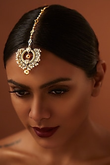 Gold Finish Heritage Emerald Maang Tikka With Swarovski Crystals by Tarun Tahiliani X Confluence