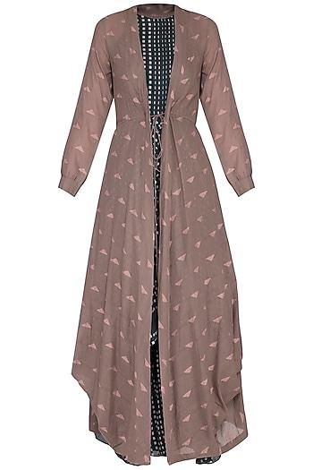 Brown jamdani cowl overlayer jacket by Tahweave